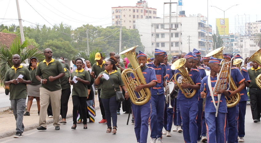 Members of the Kenyan Judiciary, Officials of the Tononoka Children's Court, Advocates, Mediators, Court Users and children, led by the boys of the Borstal Brass Band, walked through the streets of Mombasa to let the public know about the launch of Court Annexed Mediation.